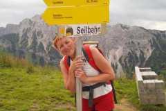Gar ūdenskritumu Urfall uz virsotni Neunerköpfle Alpos 10-07-2017